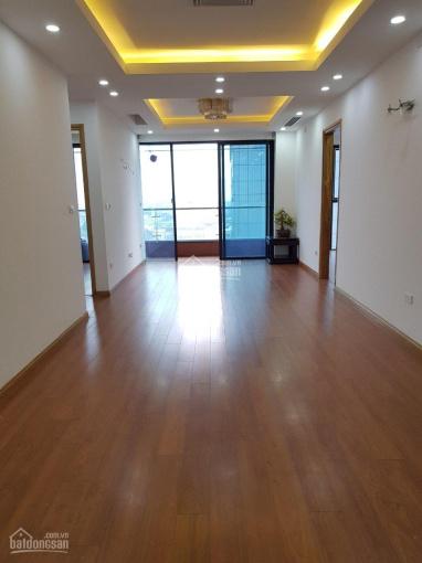 Bán chung cư cao cấp 108m2 gồm 3 phòng ngủ có nội thất tòa Golden Land, Nguyễn Trãi. Giá 3,05 tỷ