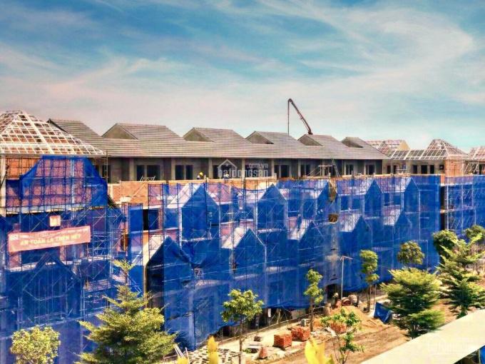 Nhà phố chuẩn Singapore liền kề trung tâm hành chính TP Bà Rịa, 1 trệt, 2 lầu, áp mái, LH 088888998