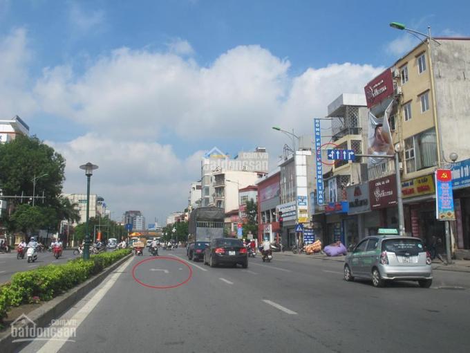 Chính chủ bán nhà 3 tầng mặt phố Nguyễn Văn Cừ kinh doanh tốt, ô tô vào nhà, nở hậu 1m