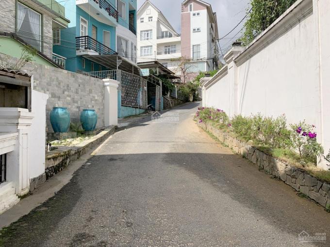 Bán nhanh lô đất diện tích lớn, nằm trong khu biệt thự cao cấp của thành phố Đà Lạt