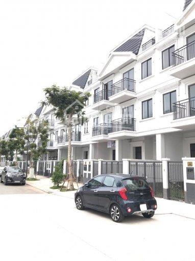 Kẹt tiền - Bán gấp nhà phố góc Lakeview 7x20m, có sân đậu xe, giá 11.8 tỷ. LH: 0974772925