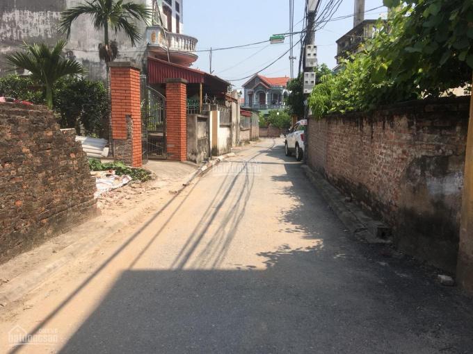 Bán lô góc 2 mặt thoáng diện tích 41m2 đường thông ô tô đi qua tại xóm 5 Đông Dư