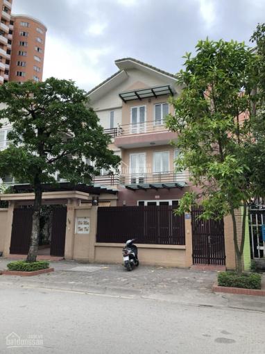Cho thuê biệt thự khu đô thị Dịch Vọng, đối diện công viên Cầu Giấy, 200m2, 4 tầng, lô góc, nhà đẹp
