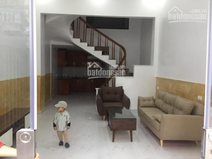Cho thuê nhà 3 tầng ngõ 302 Văn Cao, 10 tr/th. Lh: 0704197668
