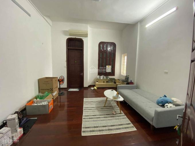 Cho thuê 3 phòng tại nhà mặt tiền 77 Hoàng Cầu (mặt hồ Hoàng Cầu)