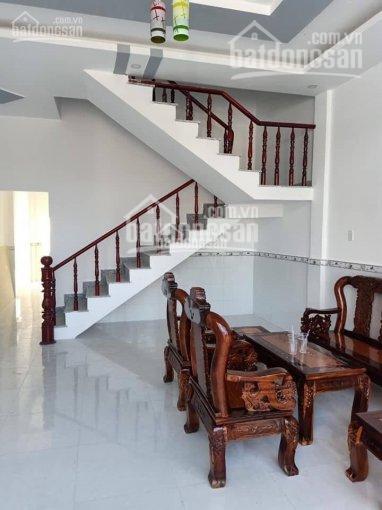 Đáo hạn ngân hàng bán gấp nhà 1 trệt 1 lầu ngay KCN Tân Đức - Tân Đô 600tr, SHR, LH 0935057892