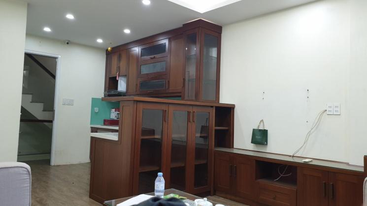 Cho thuê gấp nhà mặt phố Phan Kế Bính, Cống Vị, Ba Đình, DT 35m2/sàn, xây 5 tầng, tiện kinh doanh