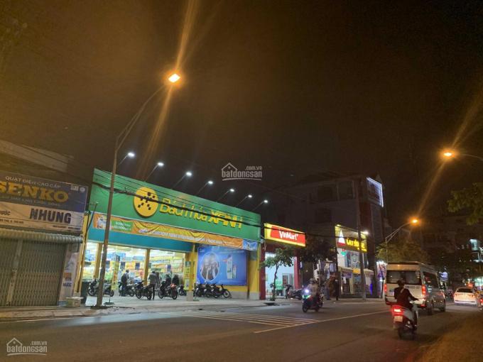 Bán nhà mặt tiền Lê Văn Việt, 1300m2, giá 120 tỷ