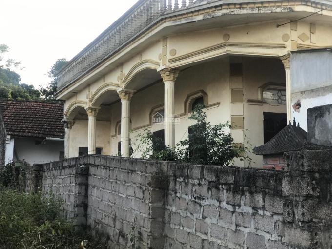 Cần bán lô đất mặt đường vào uỷ ban Yên Bài có nhà sẵn rất đẹp. DT 450m2, mặt tiền 9m