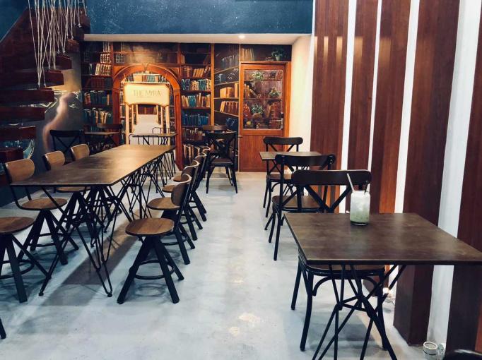 Chính chủ cần sang nhượng gấp quán cafe mặt tiền quận 5 với giá sang lỗ vốn. Liên hệ: 0906.681.683
