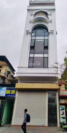Cho thuê nhà mặt phố Nguyễn Trường Tộ 70m2 x 4 tầng, Mt 4,2m, nhà có thang máy, có hầm
