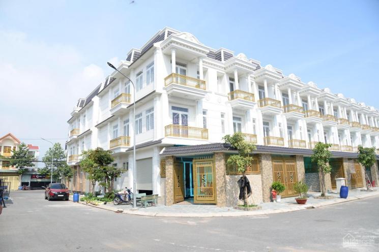 Cần bán gấp nhà mặt phố mới xây xong chính chủ Dĩ An-Bình Dương,sổ hồng hoàn công LH:0936633354