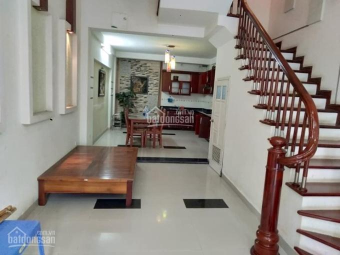 Nhà cần bán phố Nguyễn Khánh Toàn 59m2, 5 tầng, 4m MT, ngõ rộng, 2 ô tô tránh