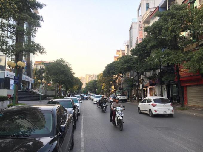 Cho thuê nhà 5 tầng đầu phố Trung Hòa - mặt tiền 4m x 50m2. Liên hệ chính chủ: 0338.691.380