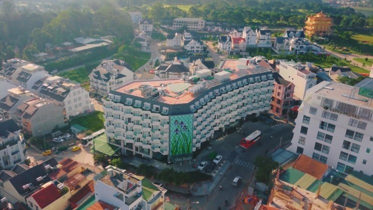Bán khách sạn mặt tiền ngay trung tâm Đà Lạt. LH 0915.136.505