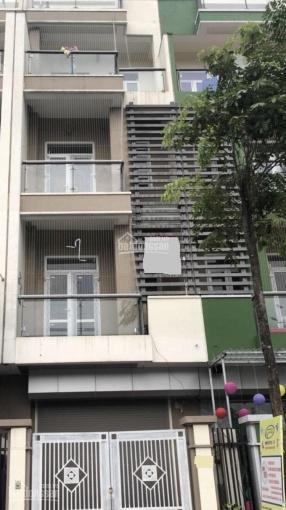 Cho thuê nhà 5 tầng DT 100m2 khu biệt thự 130 Đốc Ngữ, Ba Đình. LH: 0979300719