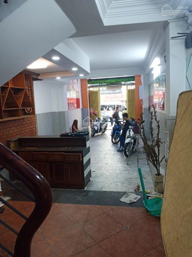 Cho thuê nhà nguyên căn mặt tiền đường Lý Chính Thắng, Quận 3