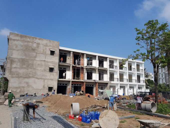 Bán nhà Quốc Lộ 50 sổ riêng, giá 1.35 tỷ, nhà 2 lầu mới 100%. 0933323533