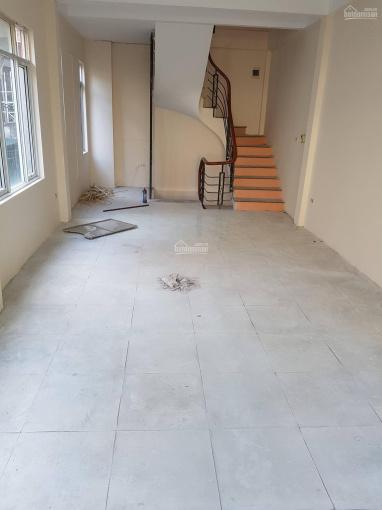 Cho thuê nhà mặt phố Tô Vĩnh Diện, 40m2, nhà mới sơn sửa, thiết kế thông sàn, ảnh thật