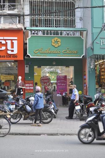 Cần sang nhượng cửa hàng ở phố Chùa Láng gần Vincom, giá thuê 30tr/tháng