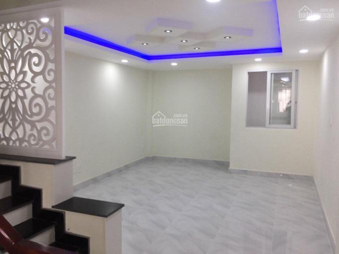 Bán nhà trệt 3 lầu HXH đường Đình Phong Phú, cách MT chỉ 30m, DTSD: 220m2 sàn XD, giá 5.6 tỷ TL CC