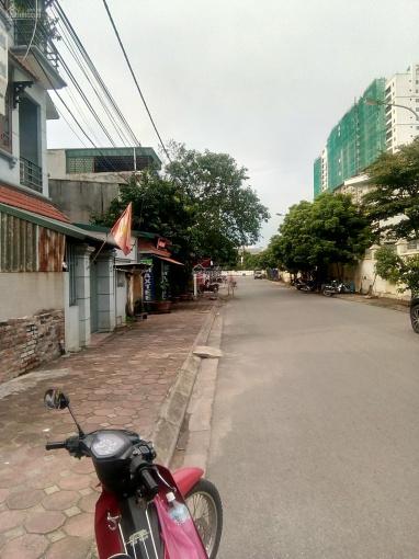 Bán đất ngõ 95 phố Vũ Xuân Thiều đường nhựa 5m hai oto tránh, làm VP. DT: 58,3m2 giá 48 triệu/m2