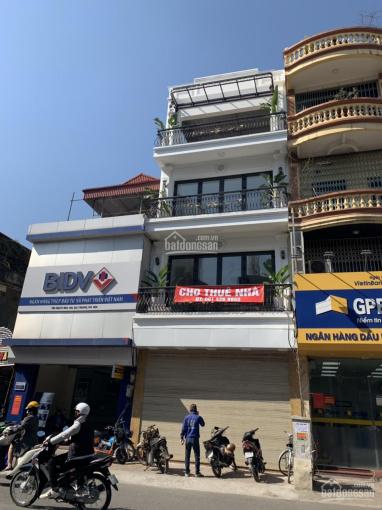 Cho thuê nhà mặt phố Bà Triệu, cực đẹp với diện tích lên tới 1200m2. LH Long: 0378513333