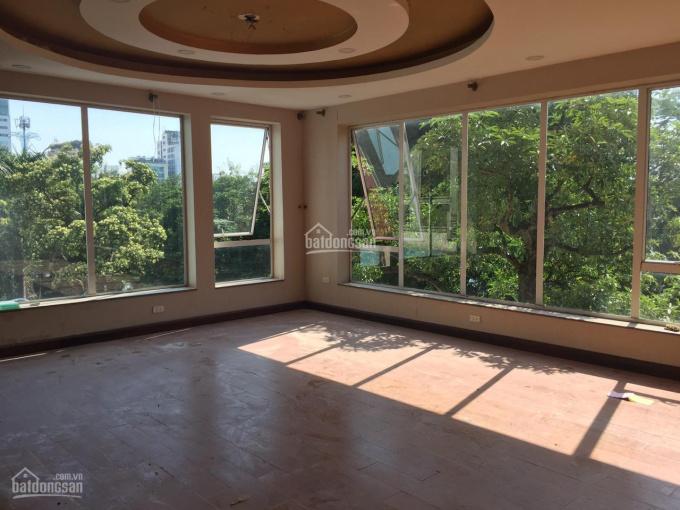 Cho thuê nhà MP Nguyễn Du - Hai Bà Trưng, DT 120m2 x 7T, MT 12m thông sàn, thang máy 0936004815