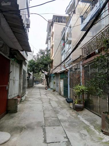 Bán đất ngõ 100 phố Sài Đồng cạnh FLC đường rộng 5m ô tô tải vào nhà. DT: 51m2 giá 3,06 tỷ