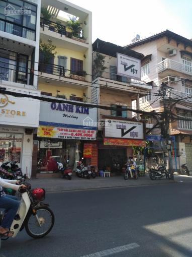 Chủ nhà cần bán, nhà 3 lầu 4x8m mặt tiền Nguyễn Thái Bình Phường 4, gần Vincom