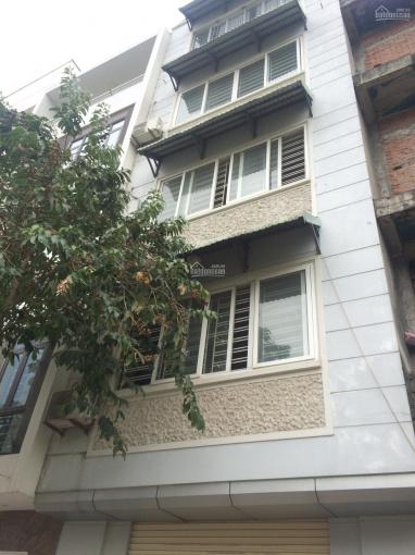 Cho thuê nhà 5 tầng ngõ rộng tại Cầu Giấy