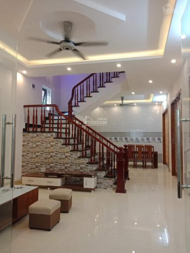 Chính chủ bán nhà 3 tầng hướng Nam 88m2, MT 5m, ngõ phố Vũ Hựu, giá 2.25 tỷ. LH 0904469345