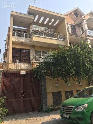 Biệt thự Hoa Đào - Hoa Sư, P2, Phú Nhuận, 8x18m, hầm 3 lầu cho thuê 80tr/tháng cọc 3 tháng