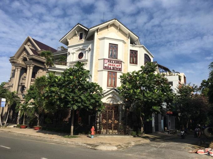 Chính chủ cần bán gấp biệt thự 2 mặt tiền đường Lê Thúc Hoạch, P Tân Quý, Q Tân Phú