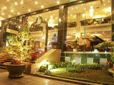 Bán khách sạn 2* đường Hoàng Văn Thụ, Q. Tân Bình, DT 14m x 20m, 8 lầu, TN 250tr/tháng, chỉ 63 tỷ