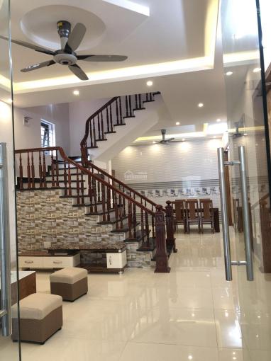 Bán nhà 3 tầng mới xây đẹp long lanh ngõ phố Vũ Hựu, TP Hải Dương - Ô tô vào tận nhà