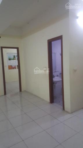 Cho thuê căn hộ 2 phòng ngủ VP6 Linh Đàm Hoàng Mai, Hà Nội. Có điều hòa, nóng lạnh 5,5 triệu/tháng