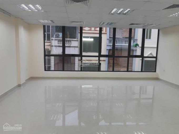Cho thuê nhà mặt phố đường Láng, Đống Đa, 85m2 x 4 tầng + tum, mặt tiền 5m, có thang máy, thông sàn