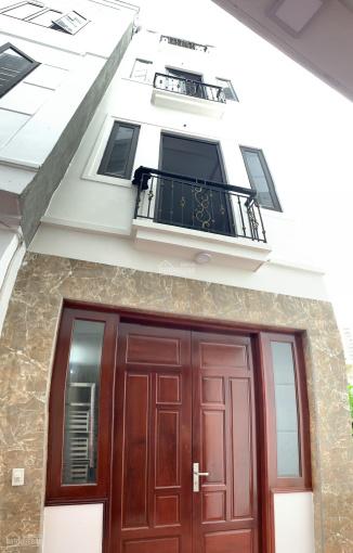 Bán nhà 32m2 x 4,5 tầng xây mới, cạnh chợ Thạch Bàn, giá 1,95 tỷ. LH: 082.899.9293