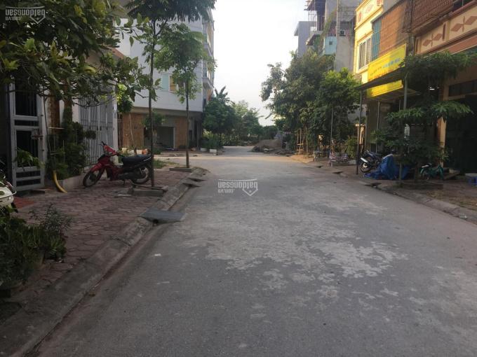 Bán đất đấu giá, liền kề cạnh sân bóng Mậu Lương, đường 12m giá 2.9 tỷ. LH: 0985.769.162