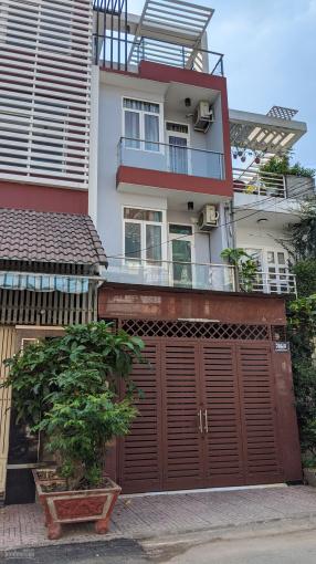 Bán nhà đẹp vào ở ngay đường Lê Văn Sỹ thông Trường Sa. DT: 4*20m, vuông vắn