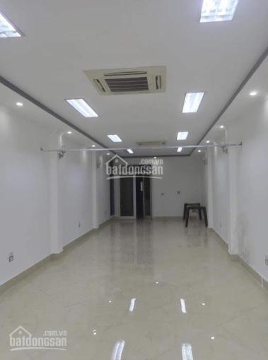 Cho thuê 80m2 văn phòng mặt phố Nguyễn Khang. Liên hệ 0965836488
