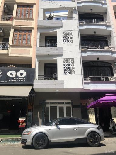 Cho thuê nhà trệt, 3 lầu mặt tiền Hoa Hồng, P.2, Q. Phú Nhuận, DT: 4x16m. Giá chỉ: 32 triệu/tháng