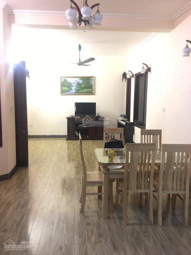 Cho thuê biệt thự sân vườn ở Hào Nam DT: 150m2 x 3 tầng MT: 9m, gía thuê: 23 tr/th LH: 0903215466