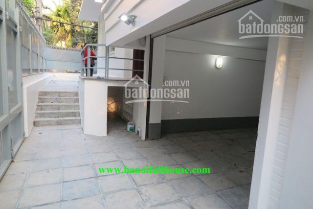Biệt thự sân vườn gara ô tô nhiều ánh sáng, cho khách nước ngoài thuê, quận Tây Hồ. 0983739032