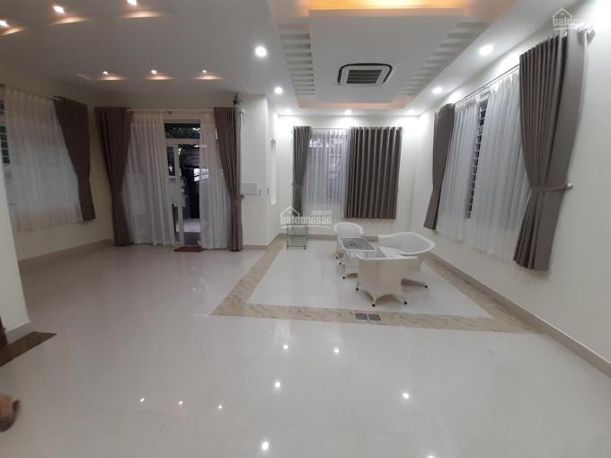Cho thuê villa sân vườn 350m2 full nội thất P. Thảo Điền, Q2