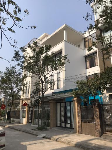 Cho thuê nhà biệt thự Nguyễn Xiển, Thanh Xuân, DT 90m2 x 5 tầng, MT 12m. LH: Gia Linh 0399.909.083