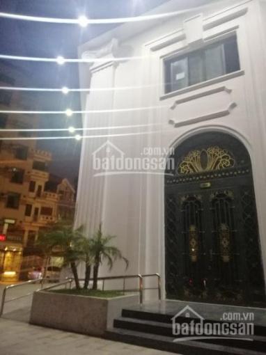 Cần cho thuê MBKD chân tòa Emerald đường Đình Thôn, DT 90m2, 2 mặt tiền, khu vực đông dân cư
