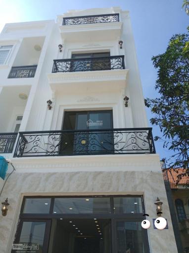 Cho thuê nhà MT đường Trần Cao Vân, P. 6, Q. 3, DT: 6x17m, giá: 220 triệu/th, T + L