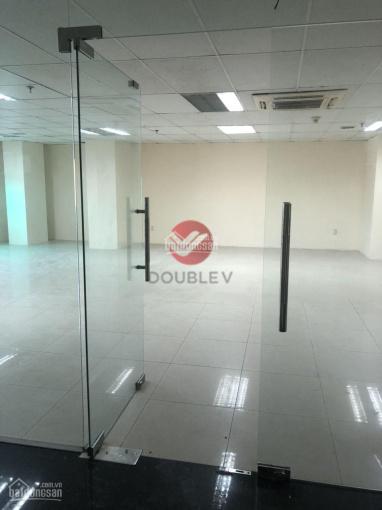 Văn phòng cho thuê Quận 5, 200m2, vuông vức, chuẩn văn phòng giá cực rẻ, LH: 0933725535 Phong